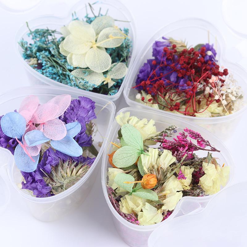 1 коробка Mixed сухих цветов Nail Art Diy Сохранилось Цветы Rhinestone форме сердца Box Стеклянная бутылка для украшения искусства ногтя