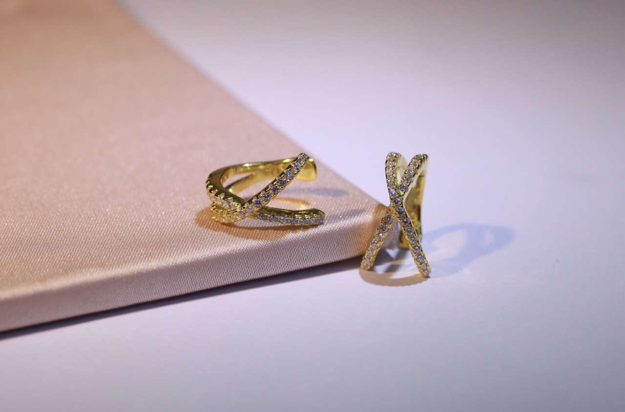 simples femmes FASHION- Brincos d'oreille Cartilage Veste en argent S925 Minimaliste Croix x clip oreilles femmes délicat AMOUR Earr