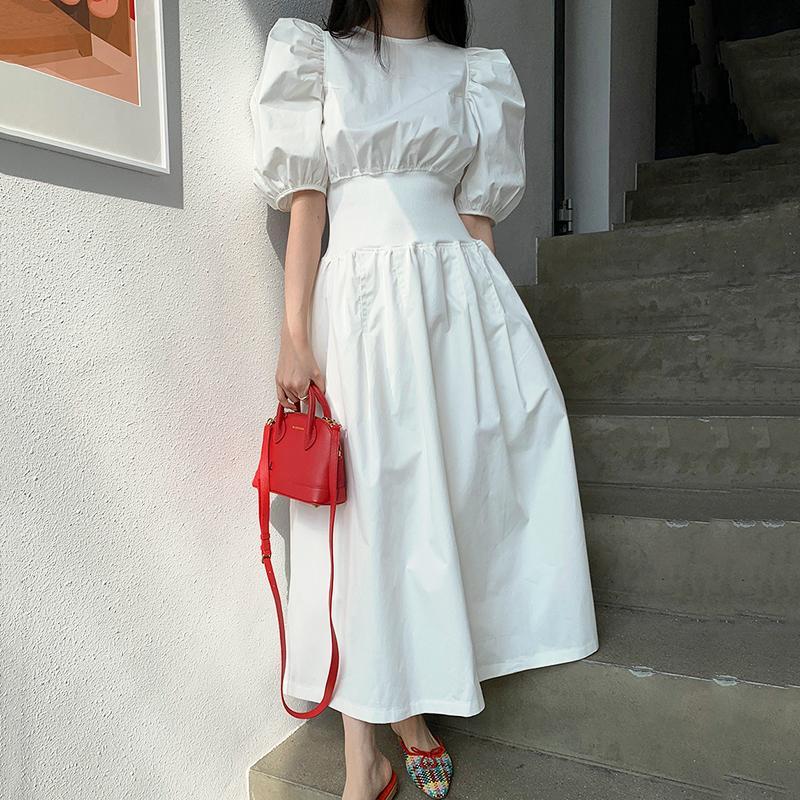 [EWQ] 2020 İlkbahar Yaz Yeni Şık Puff Kol Elbise Kadınlar Şık Uzun Robe Elastik Bel Big Hem İnce Beyaz Drsses QV07700