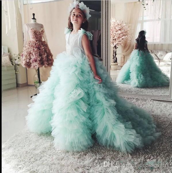2019 Sage Puffy Ruffle Девушки Pageant Платья Sweep Поезд Прекрасный Тюль Платья для Девочек-Цветочниц Дети Торжественная Одежда