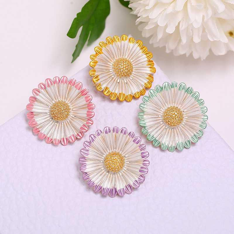 8Seasons Fashion Multicolor Daisy Flower Pin Brooches For Women Wedding Party Round Dress Sweater Coat Jewelry Accessories,1PC