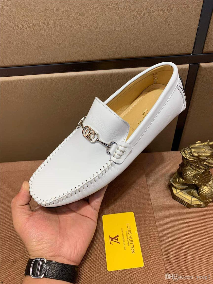 2019 Nouveaux Hommes Chaussures Mocassins Homme Souliers Casual Chaussures en cuir classiques Hommes Mocassins Confortable Doux Mâle Chaussure De Conduite