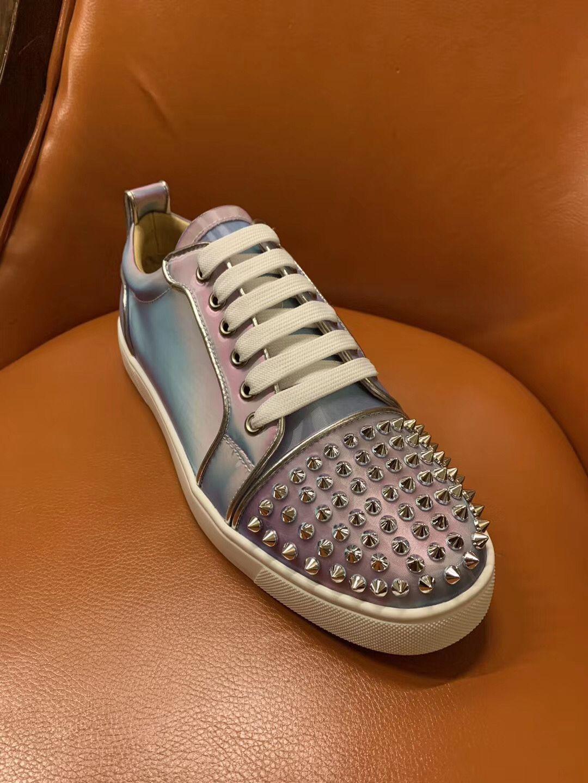 Marke Red Soles Sneakers Low Spikes Wohnungen, Frauen neue Farbe Transparent Farbe schillernden Low Top Junior Nieten Sport Skate Trainers