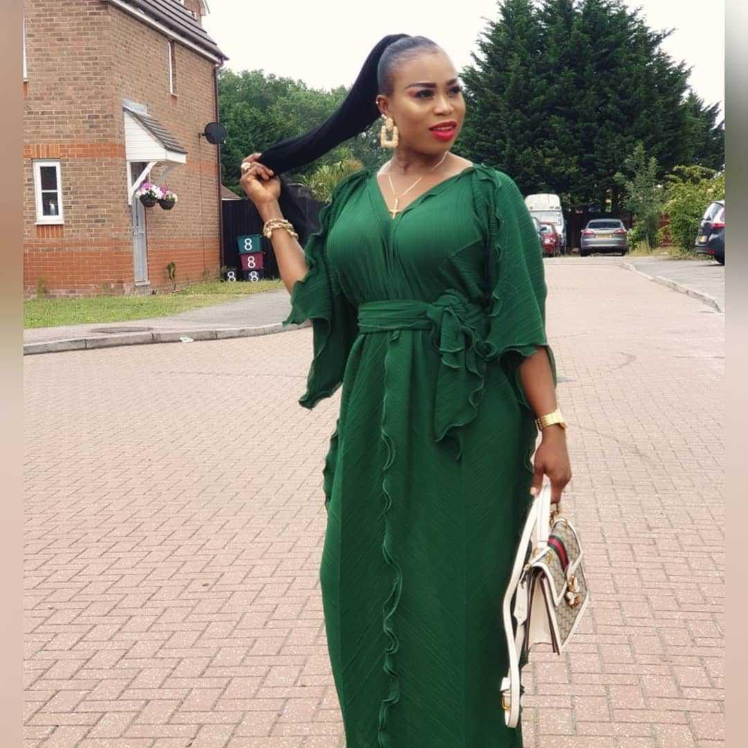 Multi-Farbe afrikanische Frauen der Art und Weise wellige Seite gefaltete lange Kleid weiblich