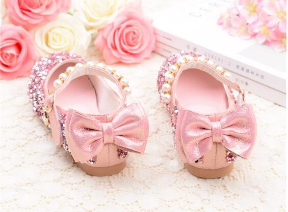 Sapatos novos Crianças Princesa Pérola Beading Sandals Crianças Flower Prom casamento formal Sapatos Salto Alto Sapatos do partido para meninas
