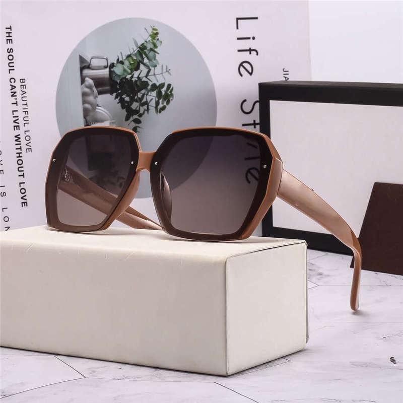 موضة نظارات شمسية صيف رجل إمرأة شاطئ حملق نظارات UV400 8012 GG خطابات 4 ألوان عالية الجودة مع صندوق