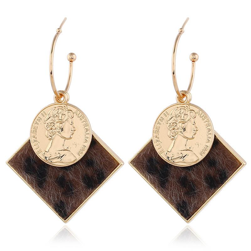 Gros-européen et simple beauté américaine en peluche de pièces de mode Pendentif carré Boucles d-oreilles en forme de C Tête Boucle d'oreille