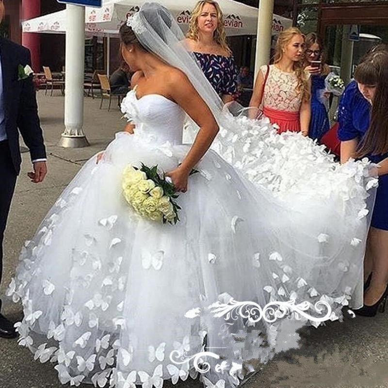 Elegante Lungo Lunghezza spose Ball Gown Abiti da sposa farfalla 3D Principessa Tulle Pizzo del collo dell'innamorato nuziale Gowns Plus Size