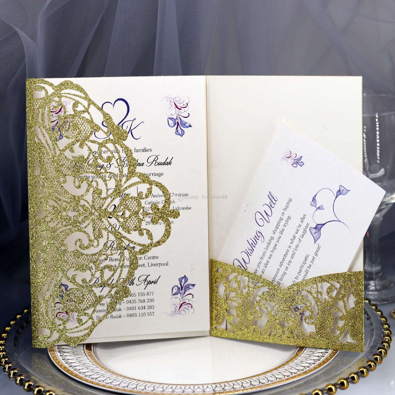 Invitaciones de boda del bolsillo del corte del láser del brillo del oro de clase alta con la tarjeta de RSVP y el envolvente imprimible hueco floral trifold quinceañera invitaciones