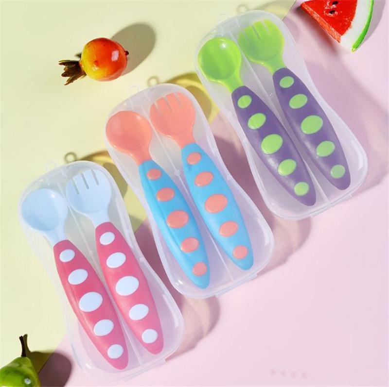Vajilla de alimentación del bebé infantil de cucharas niños sopa suave Tenedor coclear Cuchara de bebé lindo Vajilla Utensilios la alimentación infantil con la caja DA256
