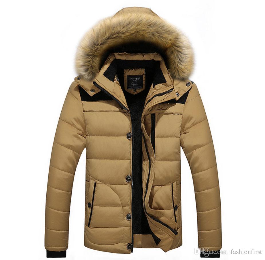 Зимние мужские хлопчатобумажные пальто с енотом меховым воротником с капюшоном случайные большого размера хлопка с капюшоном мужчины плюс размер утолщенной хлопка с капюшоном куртки