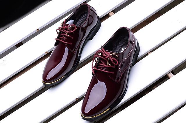 2020 sapatas dos homens formais Casual Sapato Masculino de patentes Wedding Dress Zapatos Hombre Couro Calçados Homens Oxford Shoes