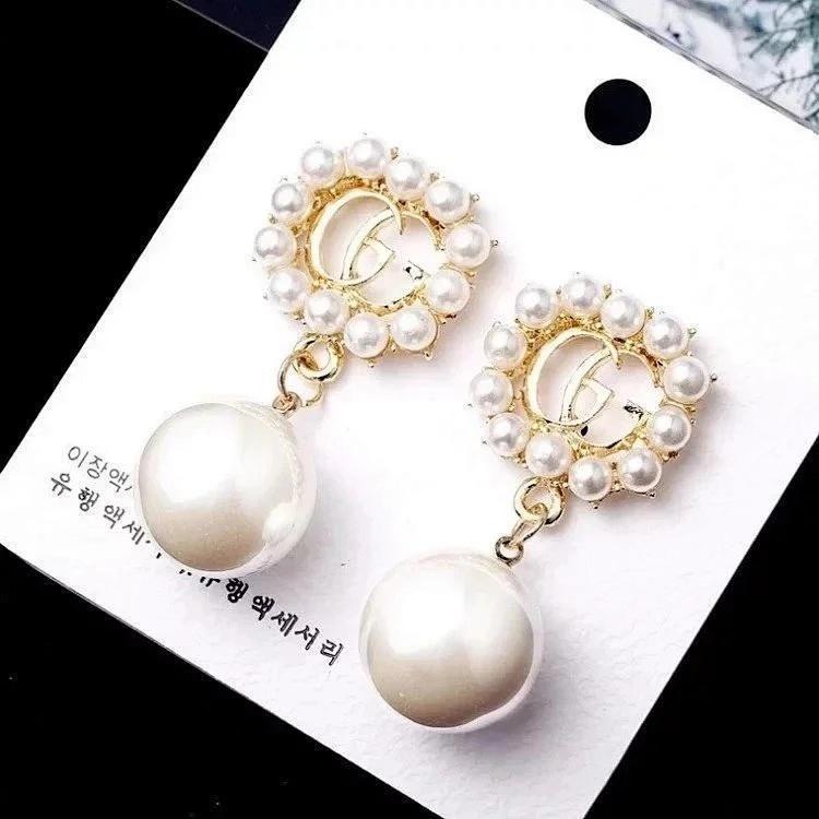 Sonderangebot Art und Weise Frauen-Gold Designer Ohrringe Kristalltroddel-Brief Ohrringe Bling Rhinestone-Perlen-Ohrring für Paar Top-Qualität