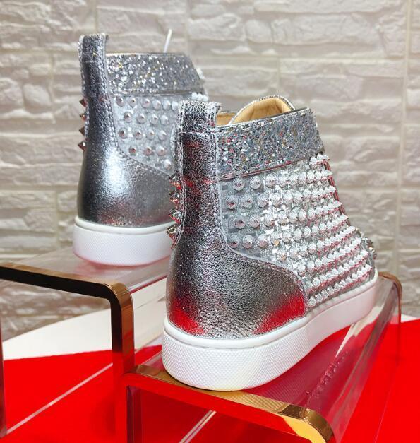Sliver Leather Spikes Sneakers calçados de alta qualidade Red inferior Walking Casual s02 Marca Pitões das mulheres Homens do partido Famoso do presente de casamento perfeito