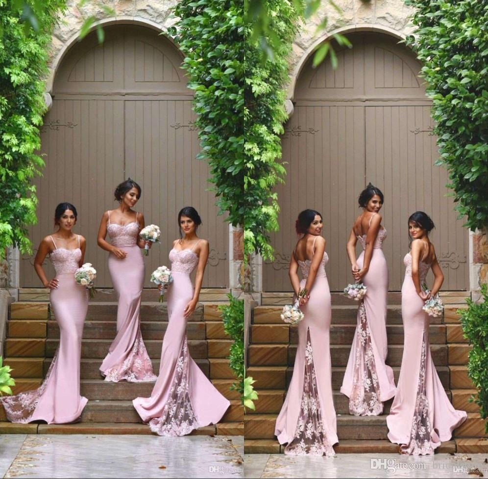 Robes de demoiselle d'honneur de pays de sirène rose pastel Spaghetti Straps Illusion train de dentelle bohème demoiselle d'honneur robe pas cher longue robe de bal 2019