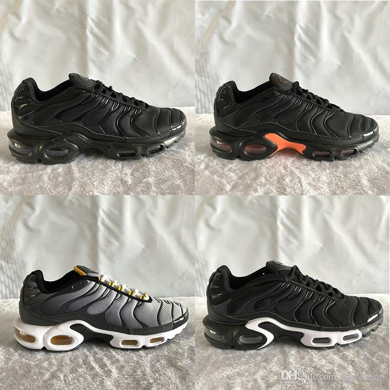 Yeni TN Artı gri üniversite Siyah Beyaz Moda Casual Eğitmenler Tasarımcı Sneakers Sport Chausseures kırmızı Erkekler Kadınlar soğutmak Koşu Ayakkabıları