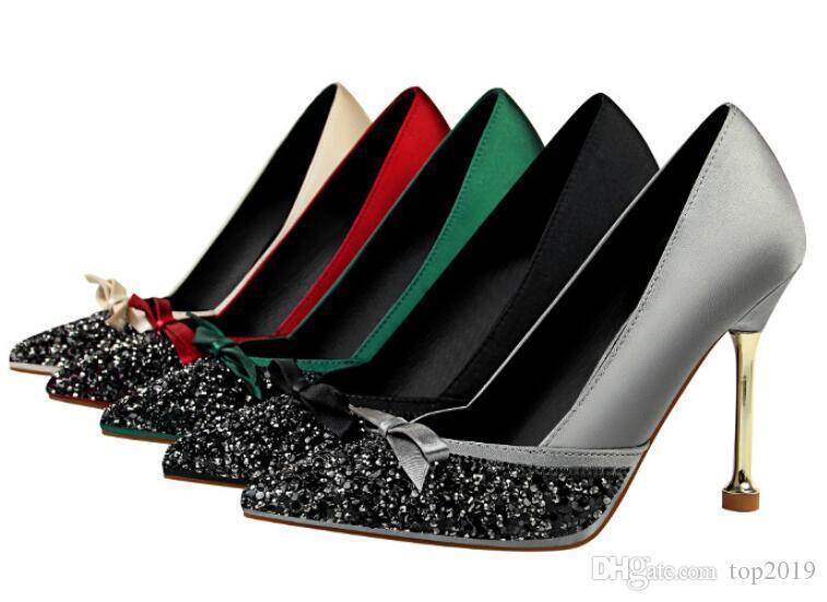 Bombas mulheres sexy do verão Nightclub cetim boca rasa apontou lantejoulas strass arco costura de casamento de salto alto sapatos de salto de metal