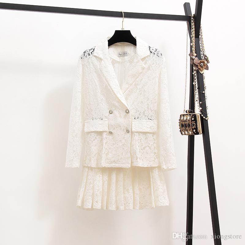 2020 Qualité hiver Mode Automne dentelle blanche et jupe 2 pièces Robe Set Femmes crochet fleur creuse mince dentelle Coat + Sets Jupe plissée