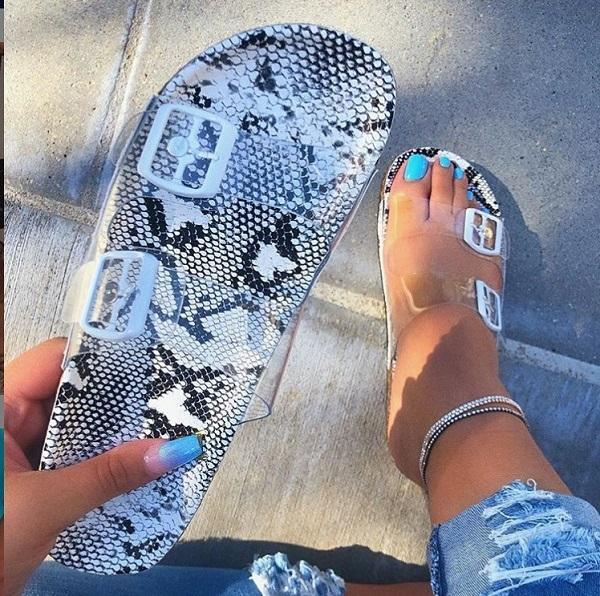 femmes design de mode sandales nouveau printemps et l'été chaussures en cristal européens et américains chaussures de plage pantoufles femmes occasionnels gros