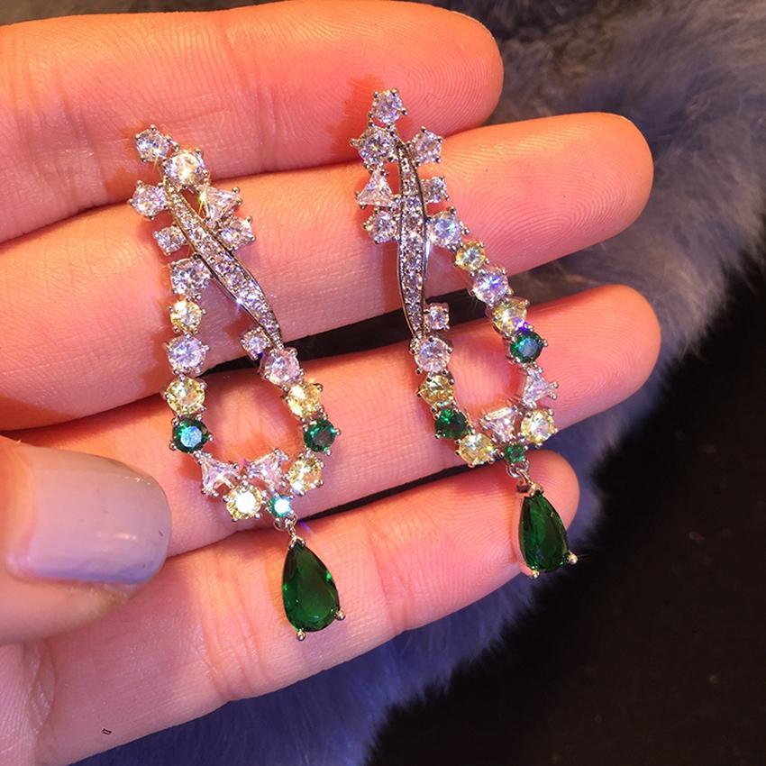 Pendientes colgantes de moda Pendientes de flores de diamantes de imitación Pendientes simples Pendientes de circonia cúbica de cristal de color plateado para mujeres