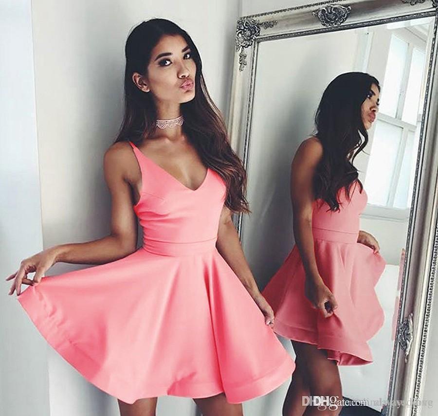 2019 Günstige Pink Short Homecoming Kleid A Line V-Ausschnitt Mini Junioren Sweet 15 Graduation Cocktail Party Kleid Plus Size Custom Made