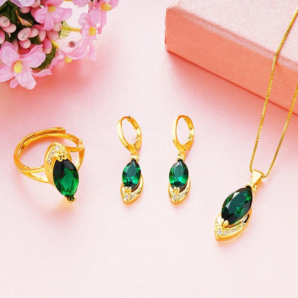 L'ovale ha tagliato Rubino / smeraldo insieme dei monili scintillanti Zirconia intarsiato oro giallo 18k riempito donne pendente degli orecchini Ring Set Accessori Parte di nozze