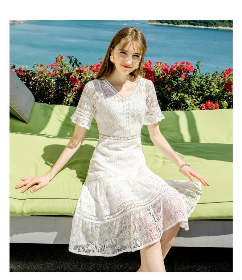 Neue Frau Luxus-Kleidung Marke Frauen Temperament V-Ausschnitt Solid Color A-Linie Rock Chic Dame-Spitze-Kleid 2020 Sommer-die neuen Modetrend