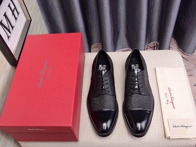 classiche scarpe casuali degli uomini 2020 vestito scarpe da fibbia in metallo nozze degli uomini di modo