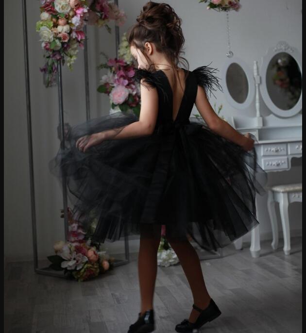 Küçük kızlar Tutu için 2021 Siyah Tül Çiçek Kız Elbise Tüy Özel Kız Giydirme Doğum Düğün Kız Giydirme Tüyler Abiye