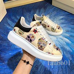 2020 nuevo diseñador tachonado Spikes Pisos de zapatos de lujo para amantes del partido de las mujeres para hombre del cuero auténtico zapatillas de deporte de los calzados informales e0133