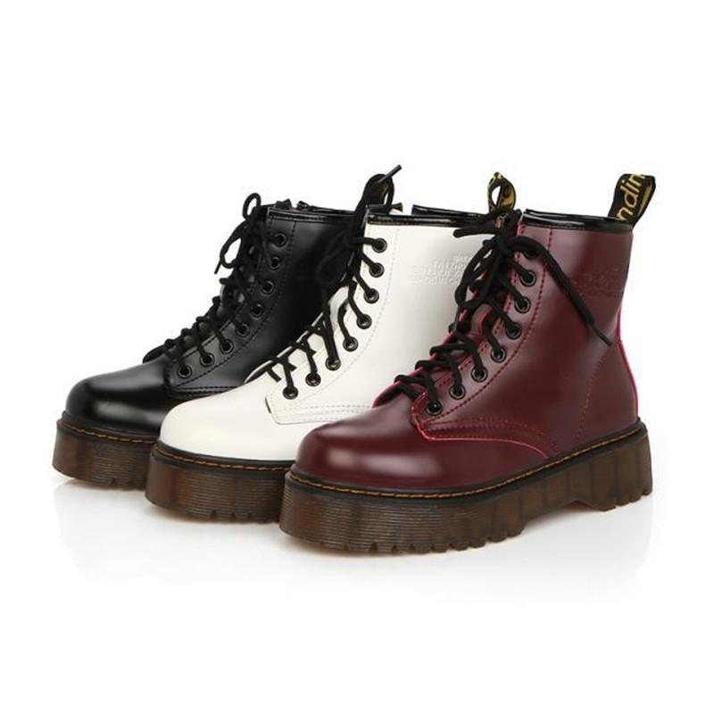 Talones Lucyever para mujer otoño invierno las botas del tobillo ata para arriba el piso de la plataforma acolchada de piel de algodón mujer de los zapatos militares de cuero Botas Mujer T200104