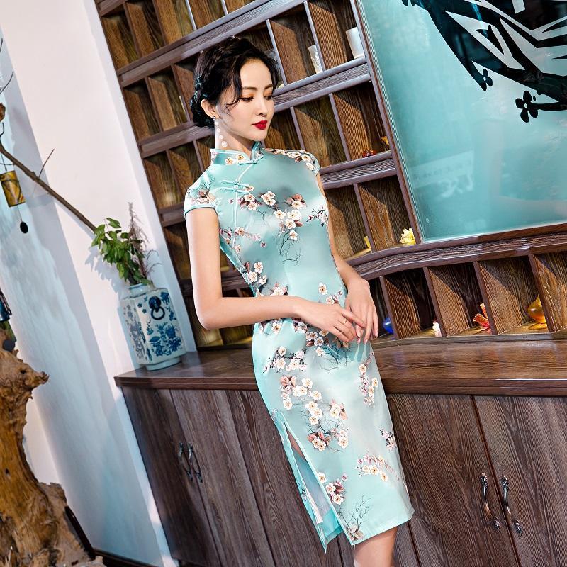 populäre Art Mini-chinesische cheogsam echte Seide traditionelle Elemente retro Flora beiläufige Frau Sommerkleidung Druck