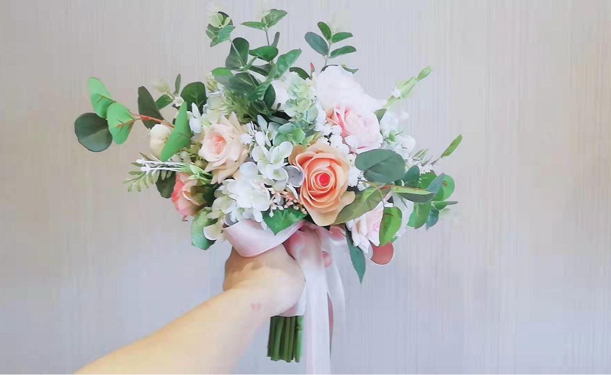 Feuille D Eucalyptus Bouquet acheter un bouquet de mariage sur mesure coréen rose rose petite fleur  blanche eucalyptus feuilles bouquet de mariée de 60,15 € du golden_phoenix  |