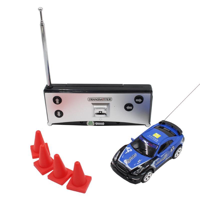 8 couleurs 20KM / H 01:58 Mini Télécommande RC Micro Car Racing 2 Fréquences Toy boys enfants pour vieux Y200414 6 ans
