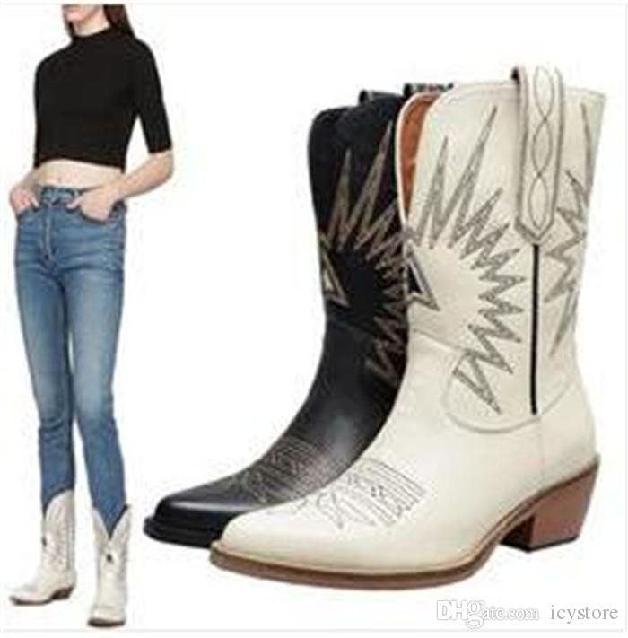 최신 여성 카우보이 부츠 패션 스타 자수 슬립 가죽 부츠 뾰족한 발가락 짧은 보트 낮은 뒤꿈치 오토바이 부츠 신발 여성