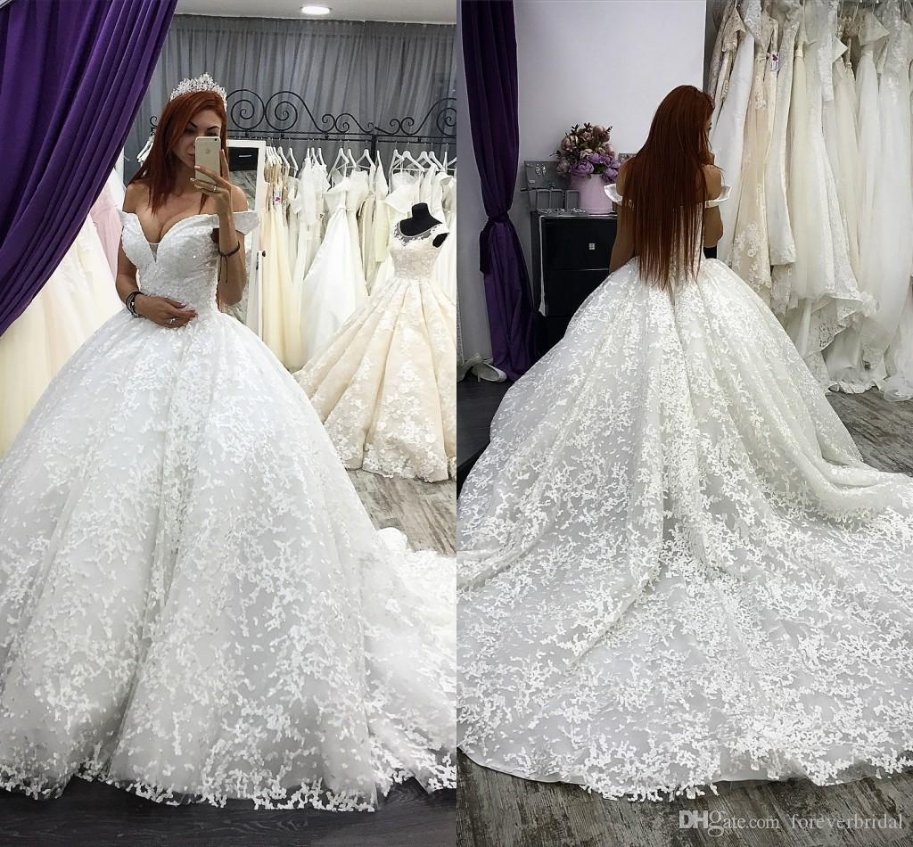 Luxury Ball Gowns Wedding Dresses Off Shoulder Sleeveless Applique Bridal Gowns Full Lace Sweep Train Fashion Plus Size Dress