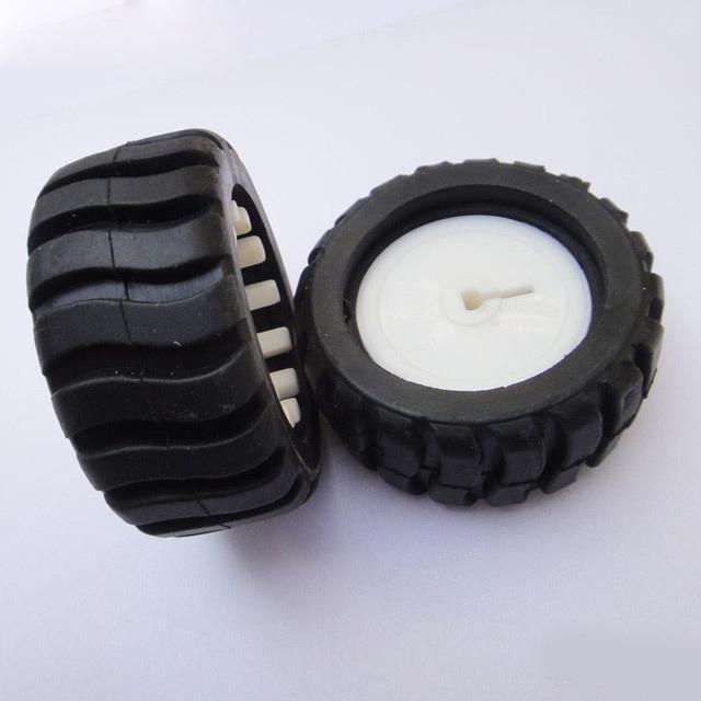 Balck D-Typ-Loch Gummirad Modell Rad DIY Spielzeug-Zubehör für Trancking Träger-Auto-Roboter-43 * 19 * 3mm 4pcs / lot