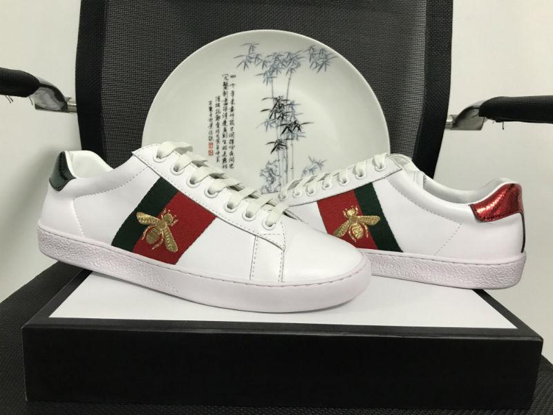 الأزياء الفاخرة تصميم الأحذية الآس الكامل التطريز النحل أعلى جودة الجلود الأخضر الأحمر مخطط الرجال والنساء حذاء عارضة مع المربع الأصلي