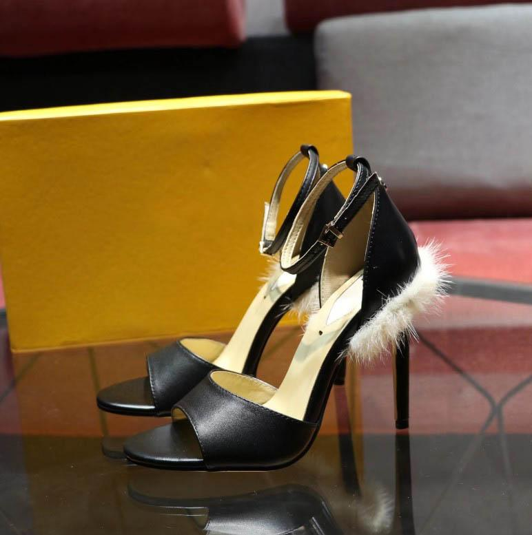 2020 Yeni Bayan DesignerLuxury Lady Yüksek Topuklar Ayakkabı Nü Sivri Ayak parmakları Brandshoes Plaj Sandalet Noble Mizaç Gelinlik QS1 2022602Q
