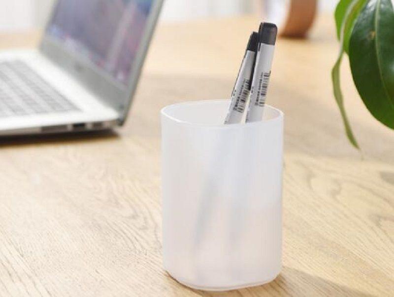 sostenedor de la pluma creativa personalidad oficina transparente cepillo cuadro japonés lápiz caja de almacenamiento de los niños con la ceja titular de la pluma redonda