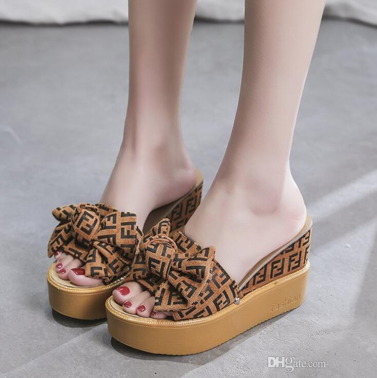 الجلد المدبوغ الكعب الوتد منصة النعال نسائية عالية النعال أحذية السيدات كورك الفراشة عقدة الأوتاد النعال الوجه بالتخبط والصنادل أحذية للنساء