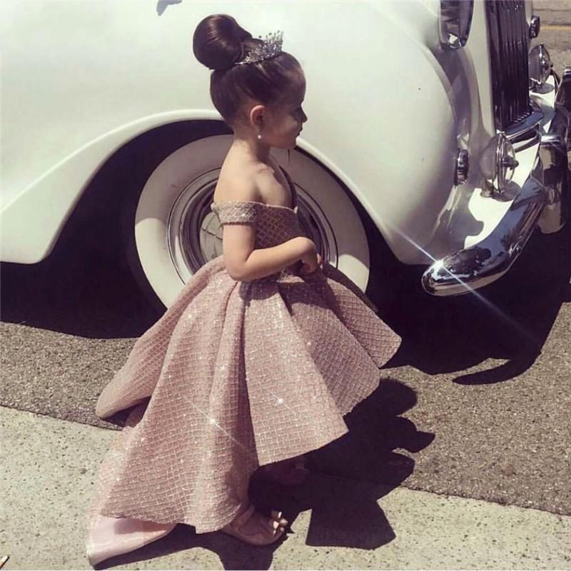 2020 Rose Gold Pullarda Glitz Yarışması Elbiseler için kızlar Cupcake Balo Kapalı Omuz Ruffles Yüksek Düşük Kız Giydirme İçin Düğün Çiçek Kız