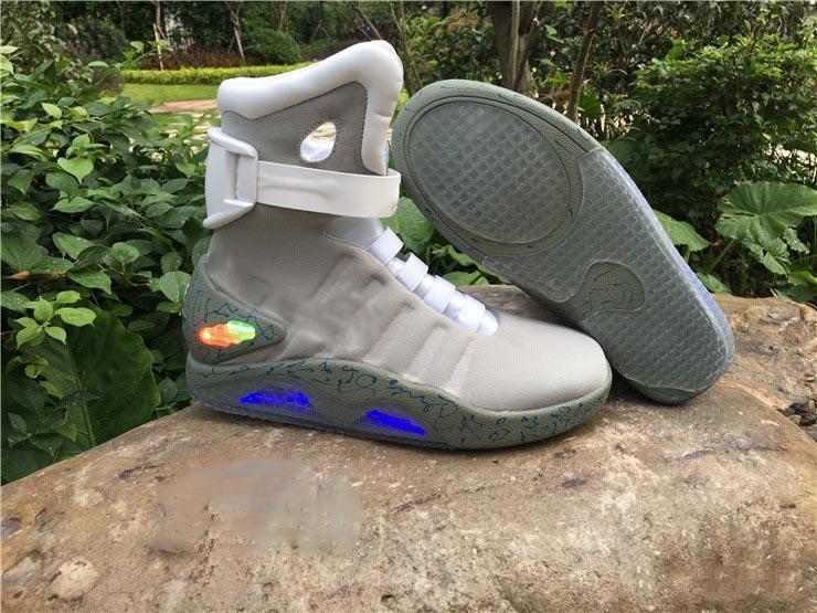 2020 Tasarımcı Gelecek Moda marka Sneakers erkek kadın Luxury Air Mag Geri kutusuyla açık eğitmenler aydınlatma LED Koşu ayakkabıları