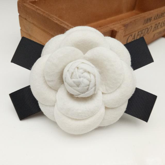 Brooches Fashion Female Fabric Camellia Flower Brooch for Wedding Big Handmade Bow Black White Cloth Brooches for Women Costume Jewelry