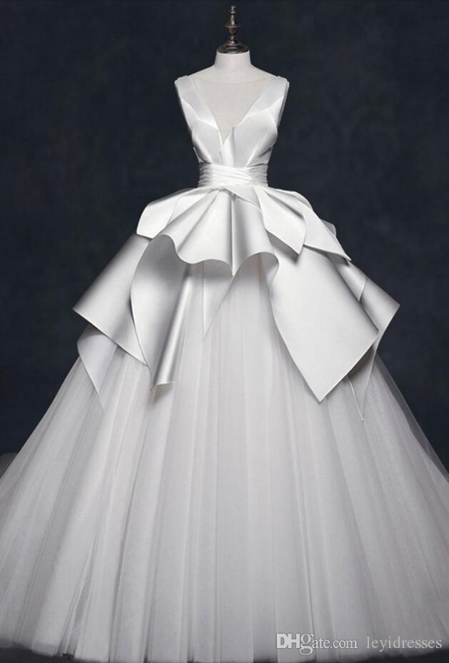 Pescoço V vestido de baile sem mangas Vestidos de casamento elegante Custom Made Vintage Saia Cansado New Coming Wedding Dresses