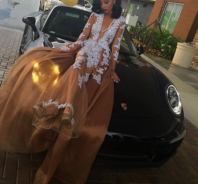 2020 Новый Браун Sexy Погружаясь V шеи Вечерние платья Sheer длинными рукавами кружева аппликация Длина пола Тюль Пром платья с Overskirts
