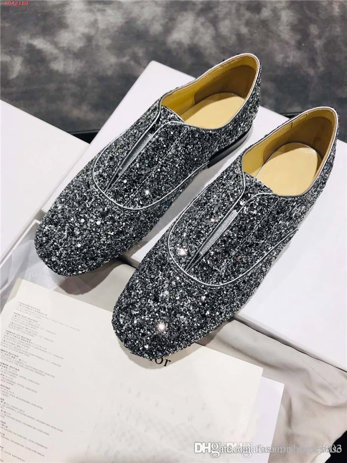 Nuove scarpe per le donne in autunno e inverno, la luce perline paillettes che in rilievo sono un must per mocassini signora alla moda