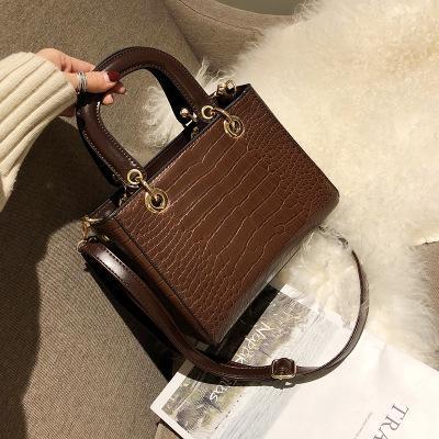 New high - quality crocodile pattern small square bag, ladies crossbody bag, European and American designer temperament handbag