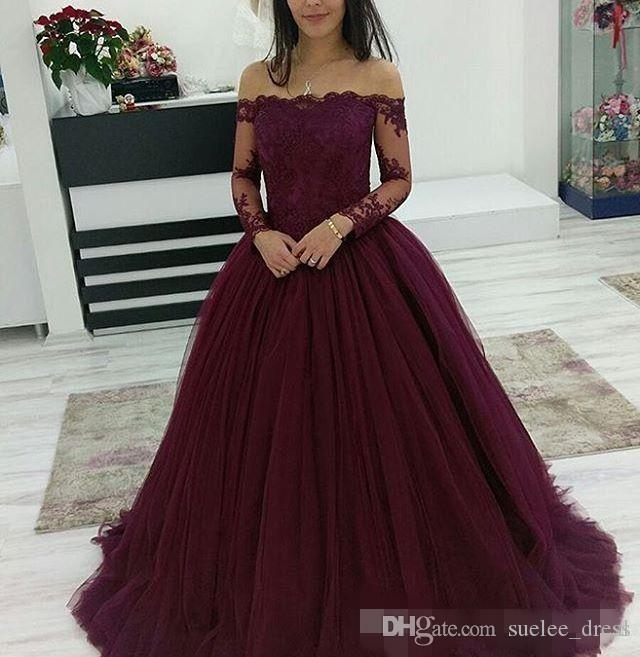 2019 Borgogna Dresses Quinceanera Off The Shoulder Pizzo Applique Maniche lunghe Sweep Train Tulle Pageant Ball Gown Girls Abbigliamento formale