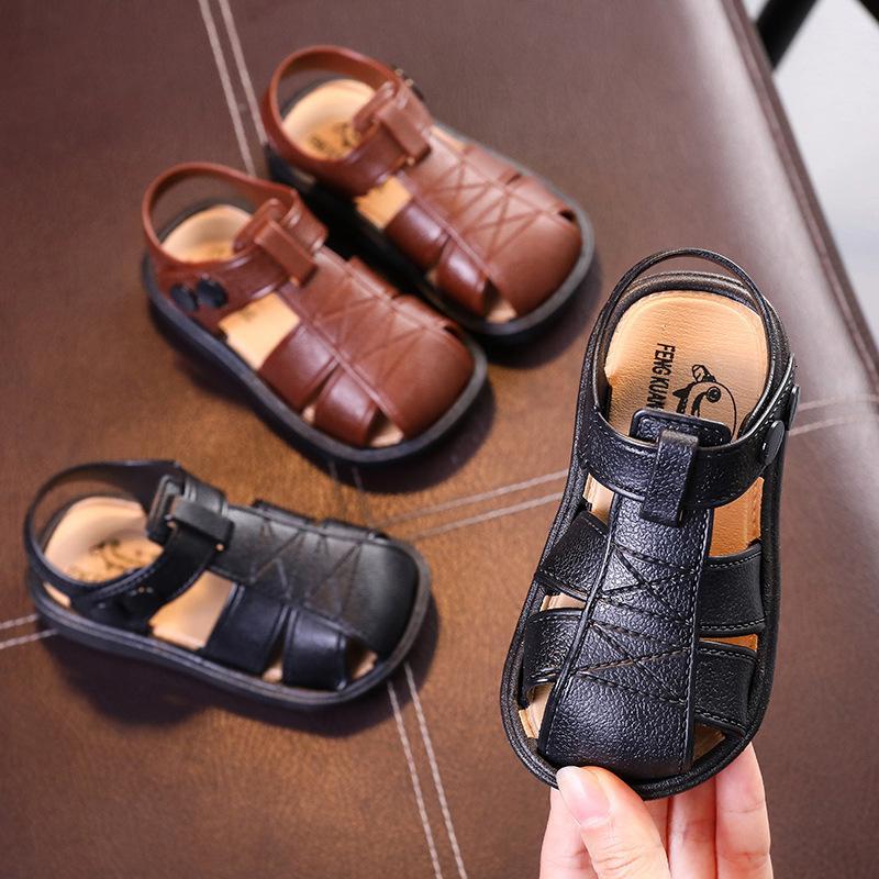 어린이 신발 플라스틱 어린 아이들은 아기 닫힌 된 발가락 여름 비치 샌들 플랫 플랫 통기성 비치 보이스 샌들 신발